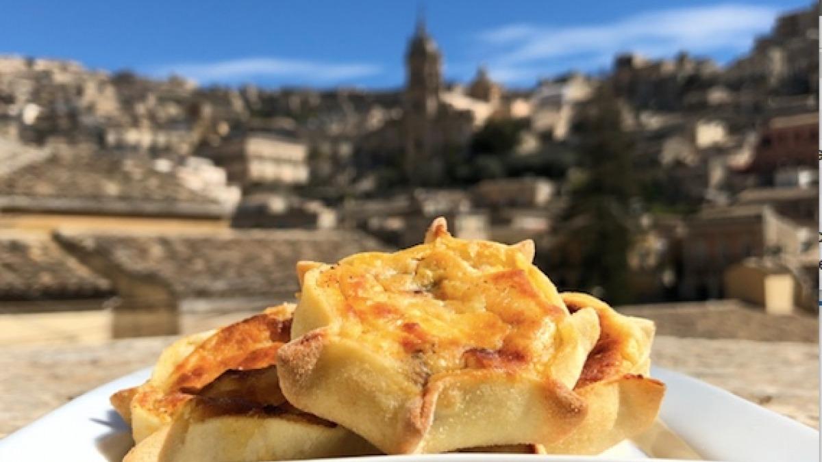 Sicilian Cassatelle with Ricotta - YouTube